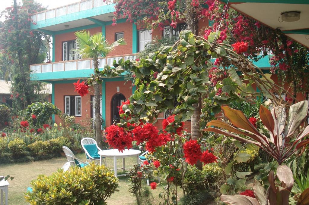 Garden of a hotel in Lakeside Pokhara - New Pokhara Lodge