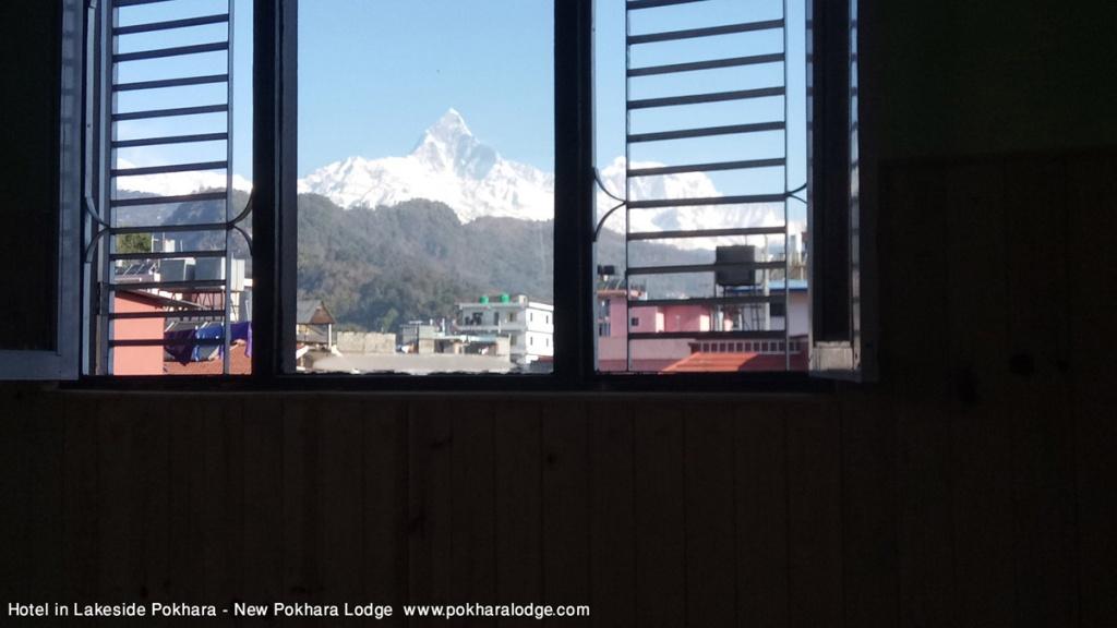 Montagne vue Hôtel au bord du lac, Pokhara Népal - Nouveau Pokhara Loge